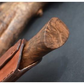 couteau chasse damas plume Acier lame Damas plume Garde damas inox Rivet maillechort Manche Noyer Turc thierry chevron